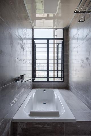 复式现代三居装修浴缸设计