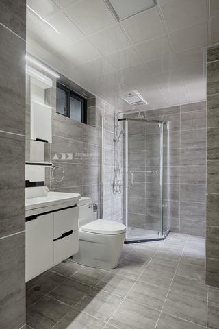 复式现代三居卫生间装修效果图
