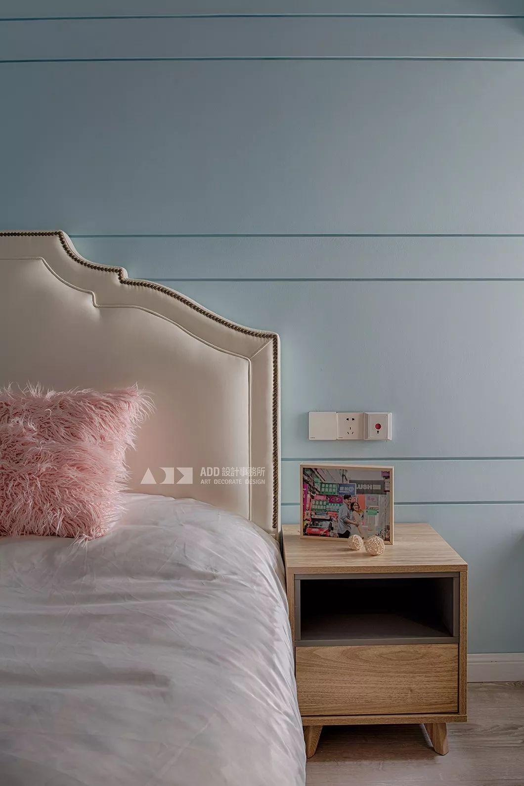 67平米二居室装修床头柜设计