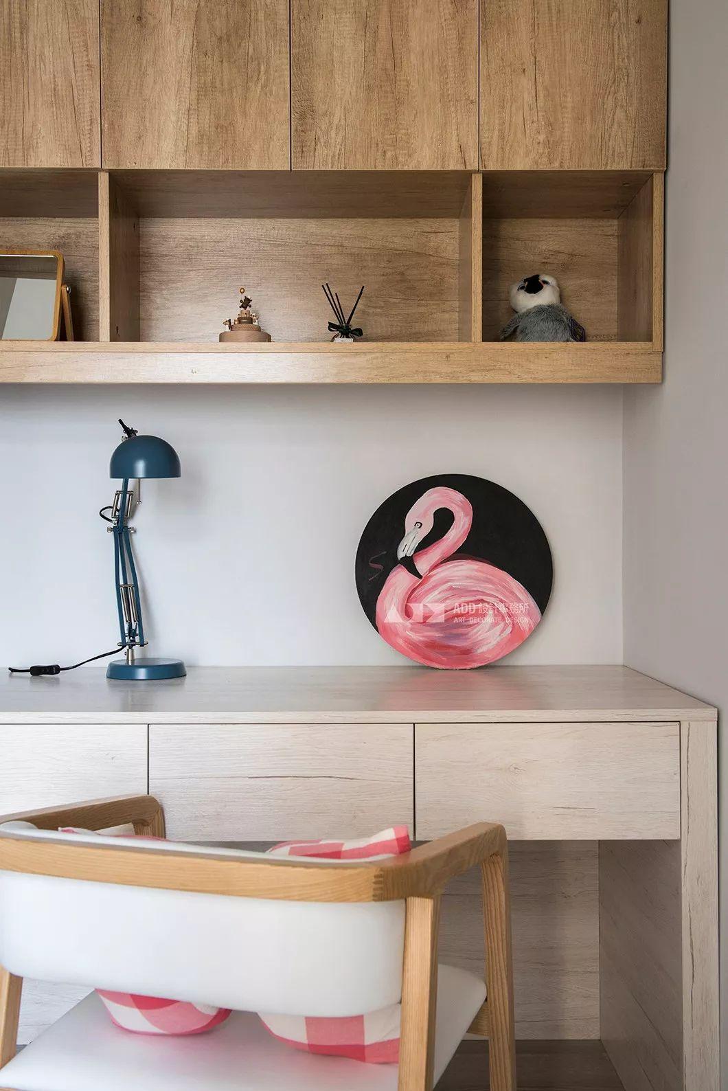 67平米二居室装修书桌设计