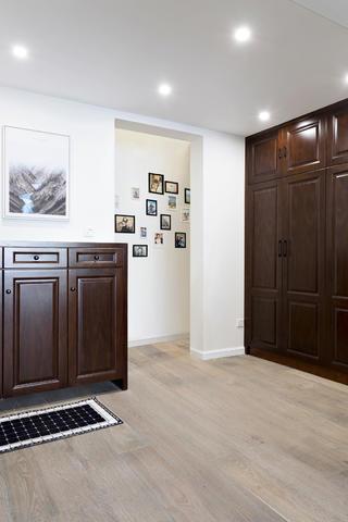 170平米三居室玄关装修效果图