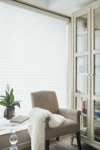 120平米三居室装修书房一角