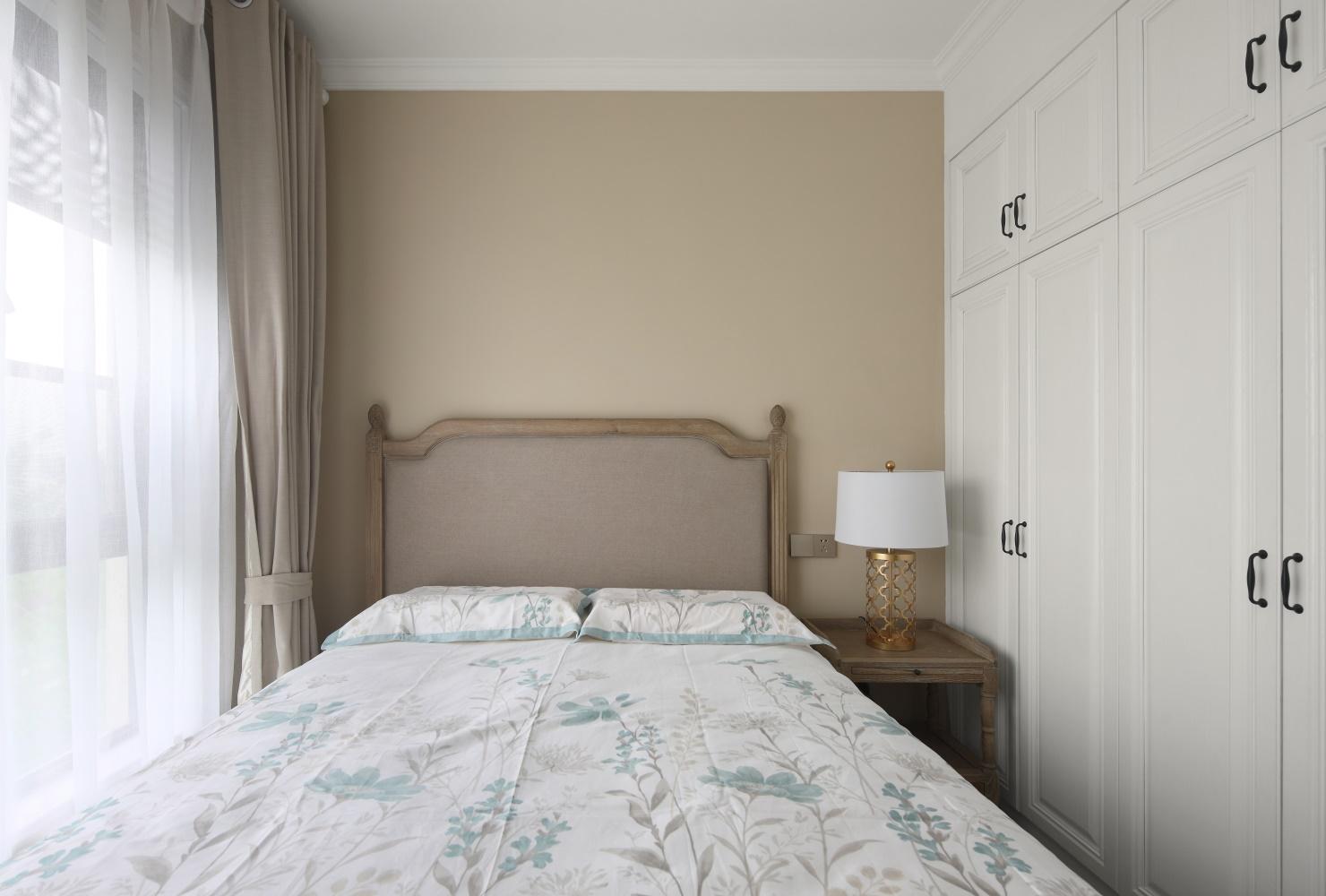 137平美式风格卧室装修效果图