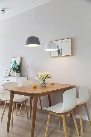 100平米三居室装修餐桌椅设计