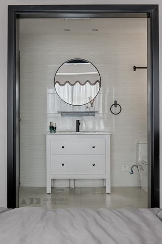 86平米两居室装修浴室柜设计