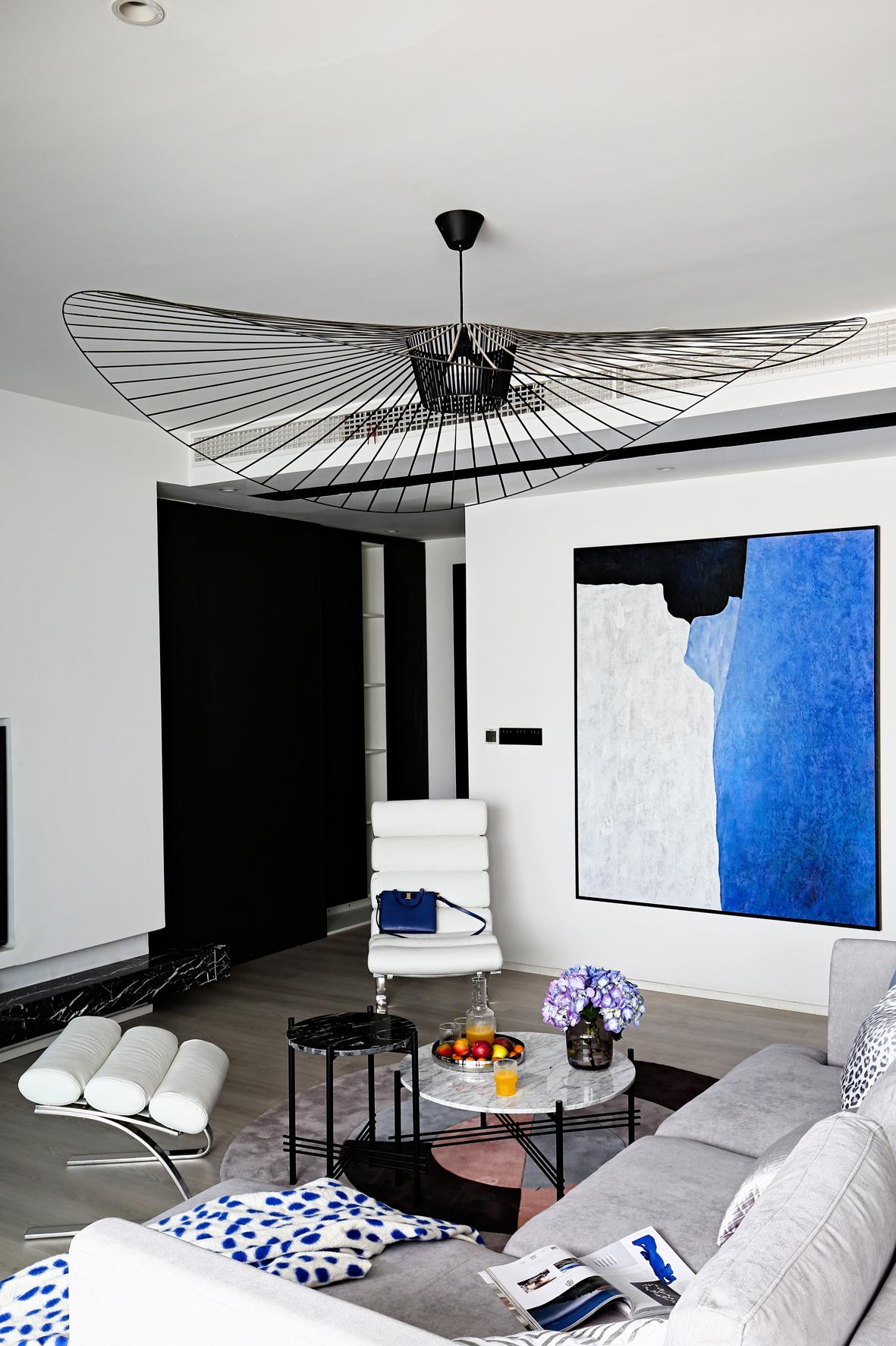 130㎡现代风装修客厅吊灯设计