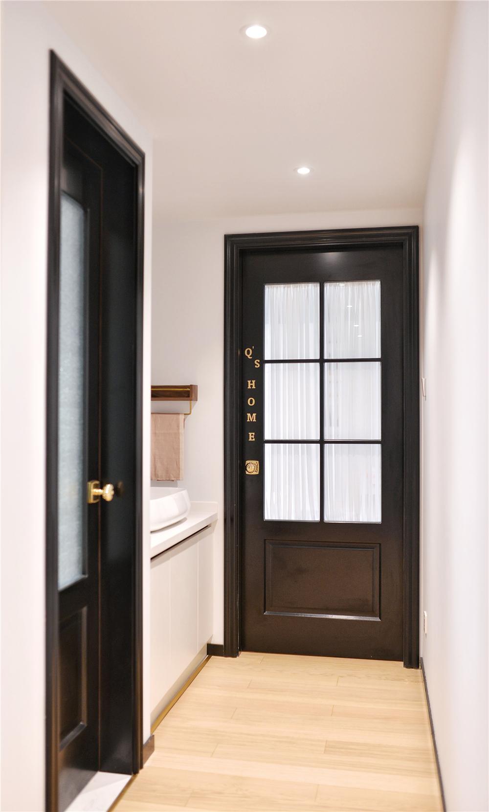 小户型一居室装修玻璃木门设计