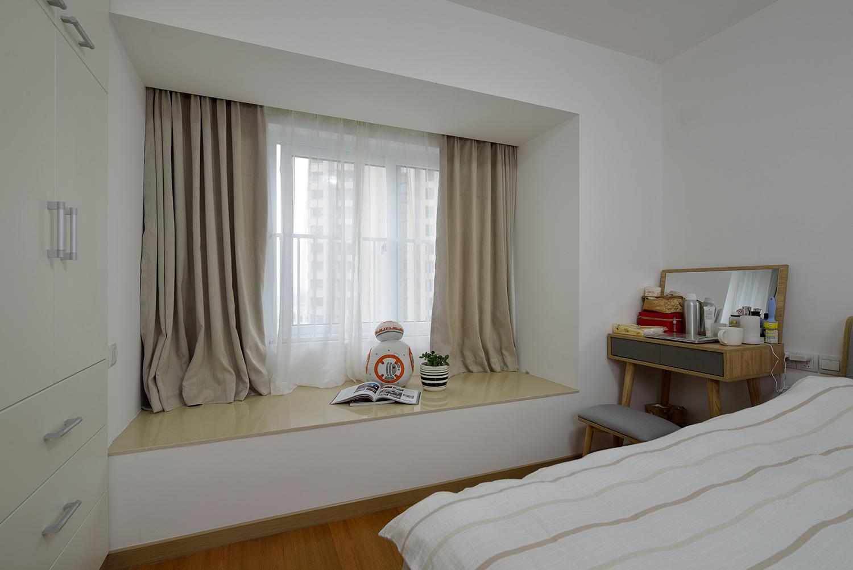 70㎡两居室飘窗装修效果图