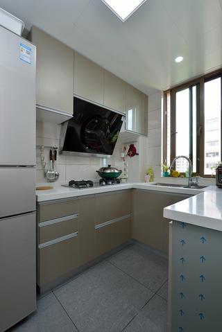 80平两居室厨房装修效果图