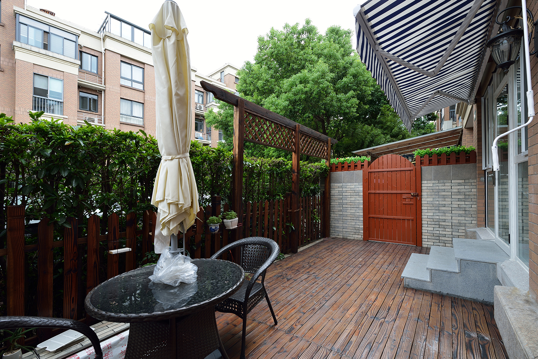 美式风格二居室露台装修效果图