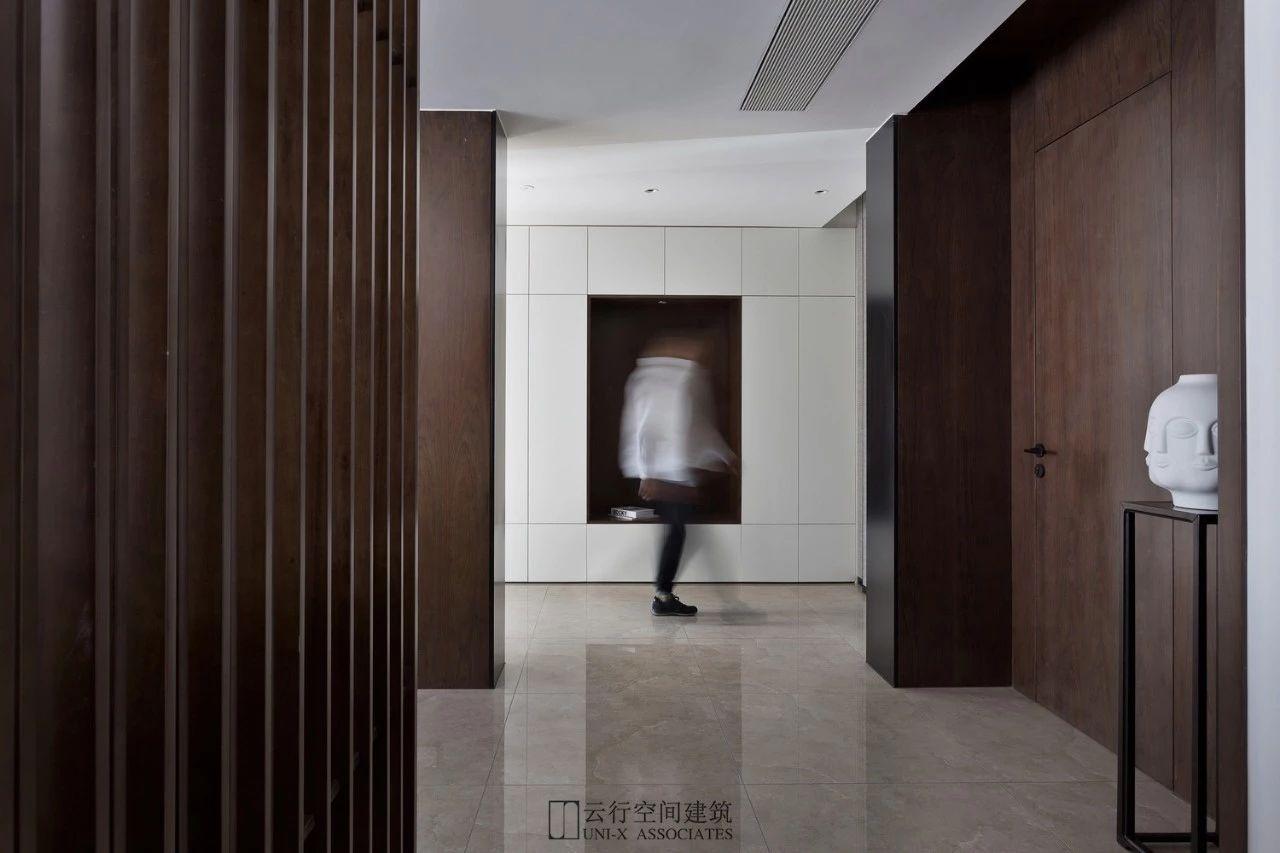 现代风格别墅玄关装修效果图