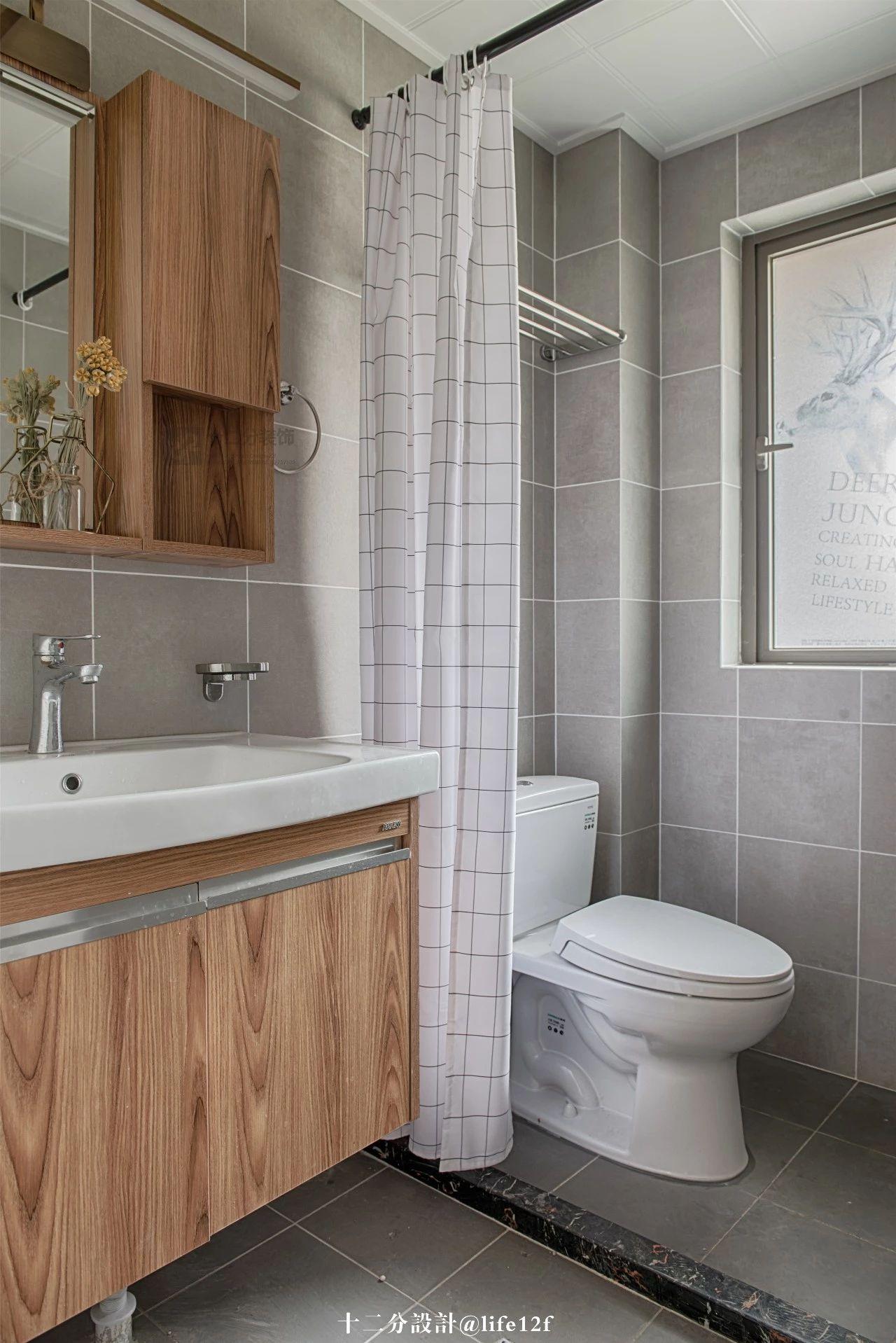 120㎡三居室卫生间装修效果图