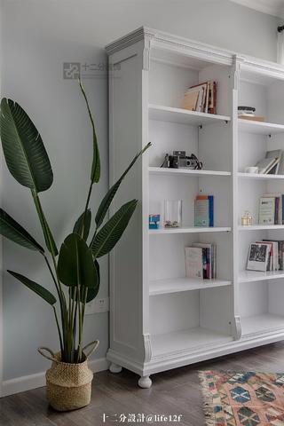 87平米三居室装修书柜设计