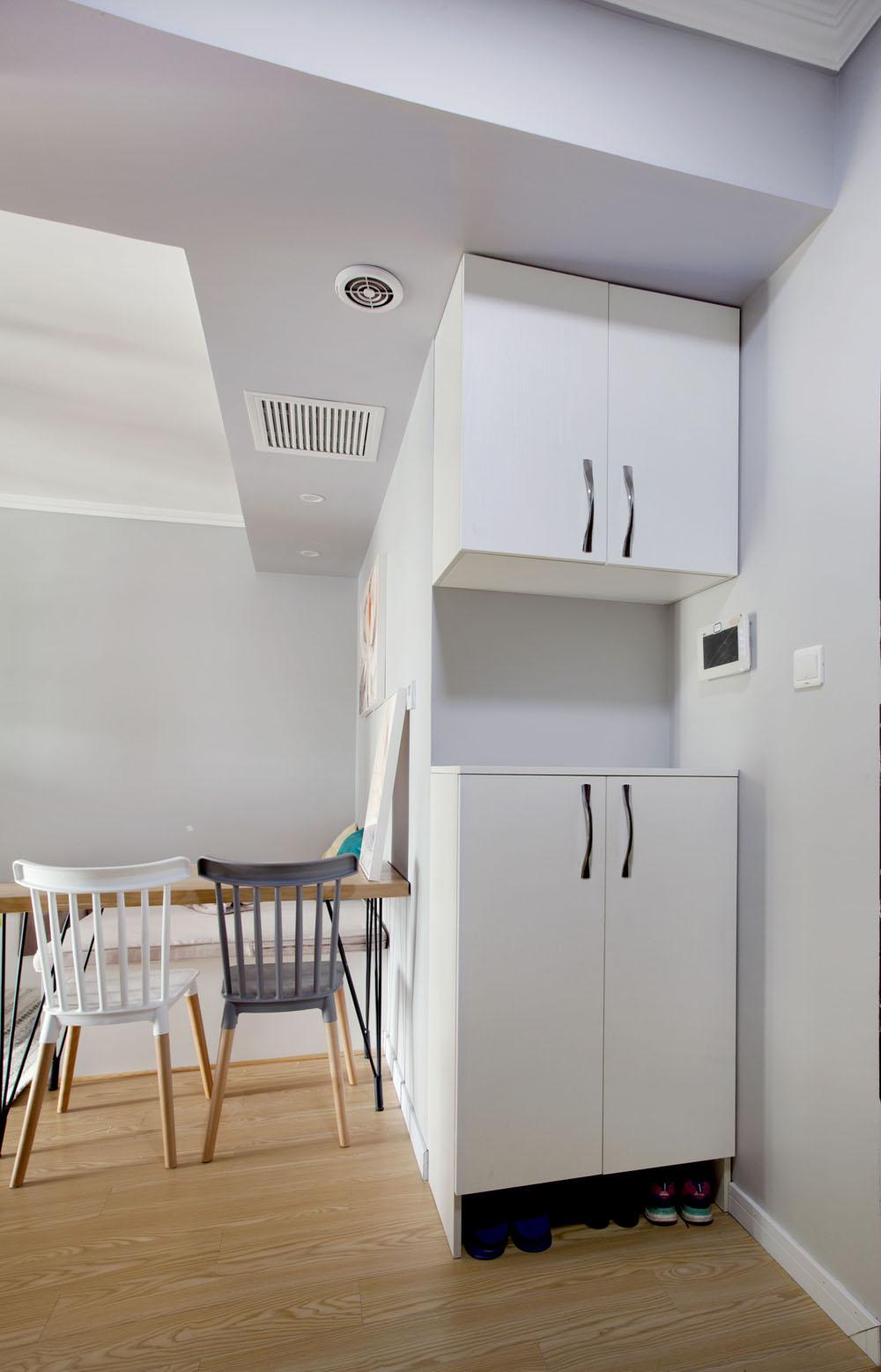 北欧二居室装修玄关鞋柜设计