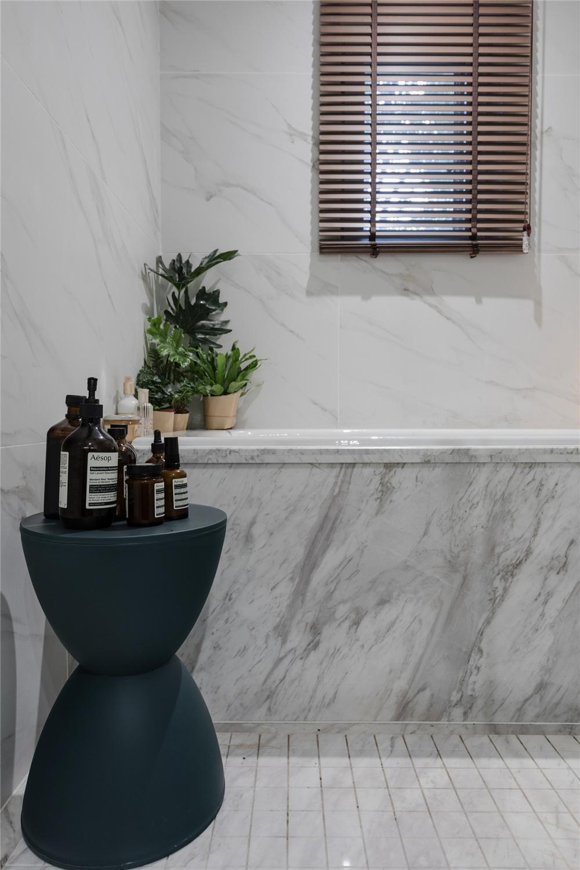 146平米四居室装修浴缸一角
