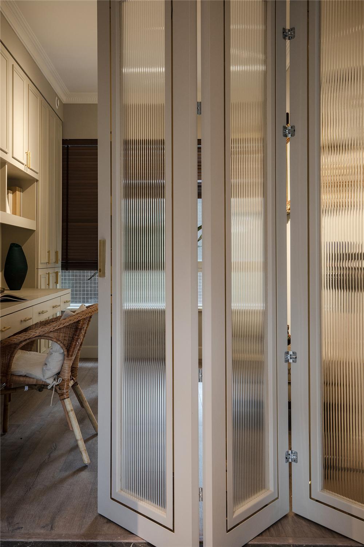 146平米四居室装修折叠玻璃门设计