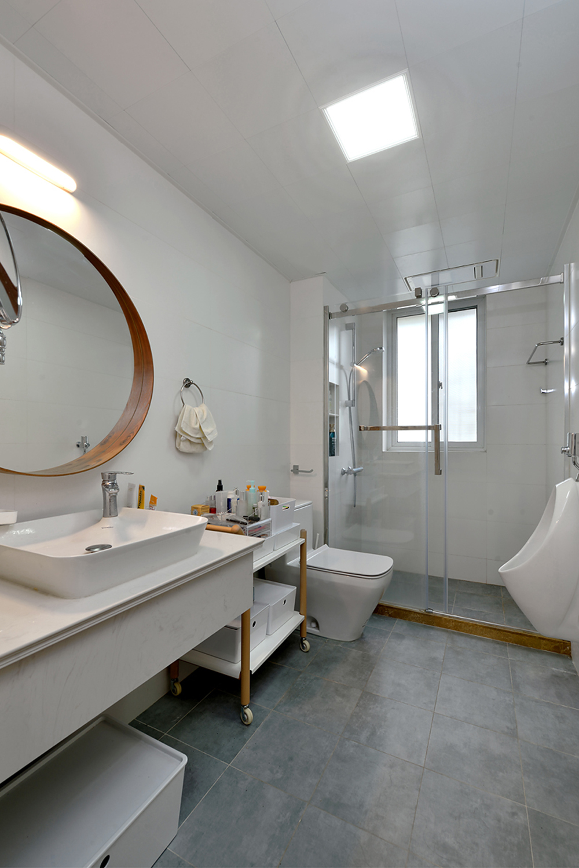 146平米三居室卫生间装修效果图