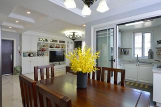 美式三居室装修餐桌椅设计