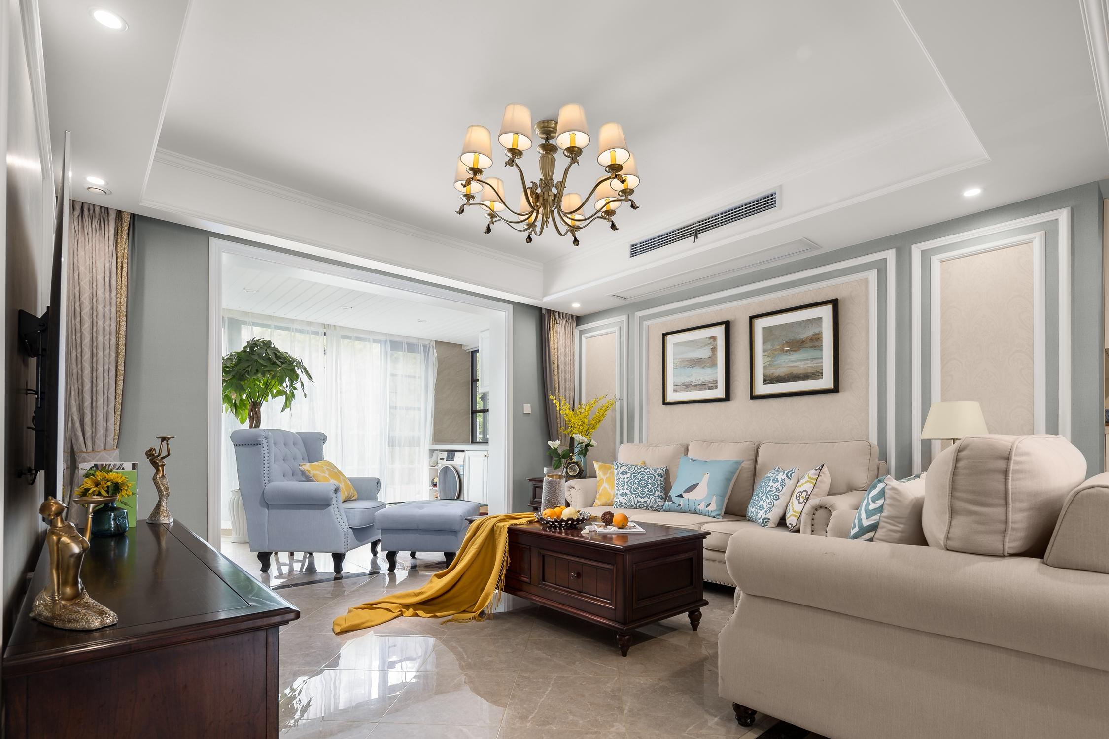 135㎡美式风格客厅沙发墙装修效果图