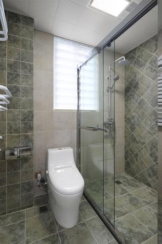 142平美式风格卫生间装修效果图