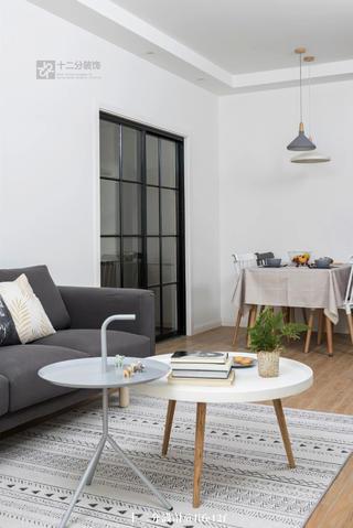 北欧风两居室装修茶几设计