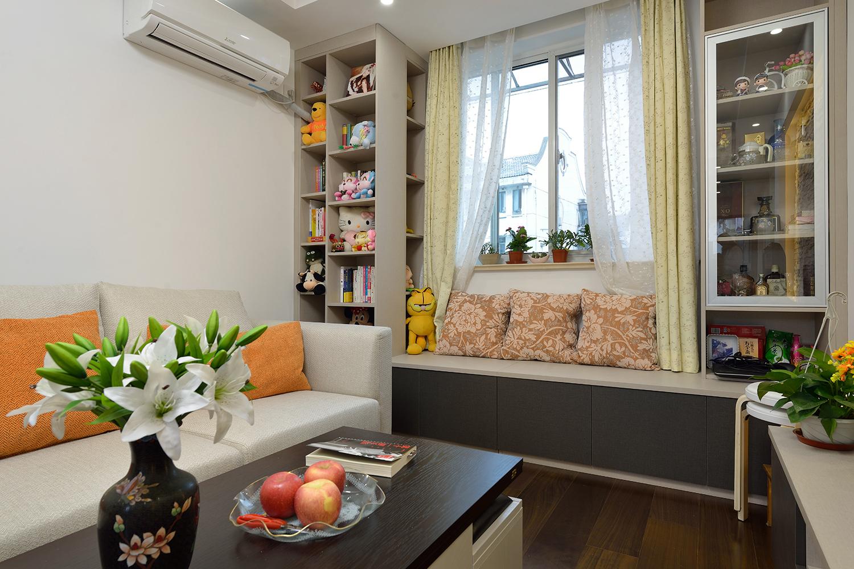 68平米一居室装修客厅飘窗设计