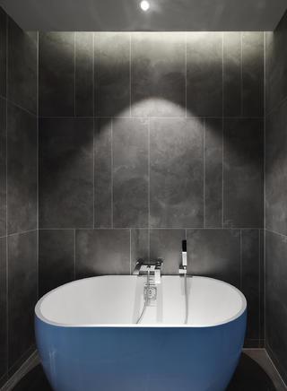 现代简约风格三居室装修卫生间浴缸设计