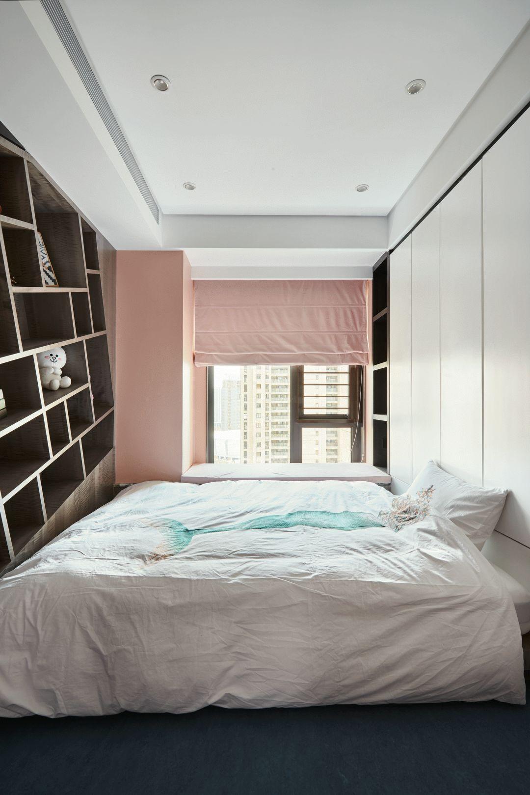 现代风三居室榻榻米卧室装修效果图