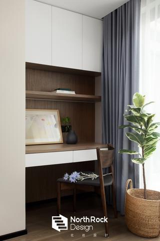 100㎡现代风三居装修阳台书桌设计