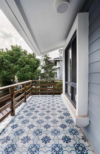 美式别墅阳台装修效果图