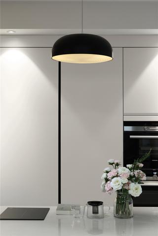 现代简约三居室装修餐厅吊灯设计