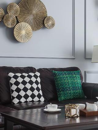 美式风格三居装修沙发抱枕特写