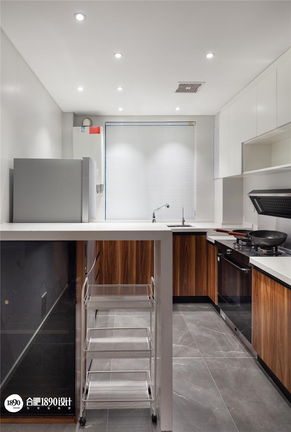 现代简约二居装修厨房吧台设计