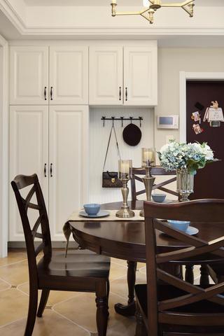126㎡美式风格装修餐桌椅设计