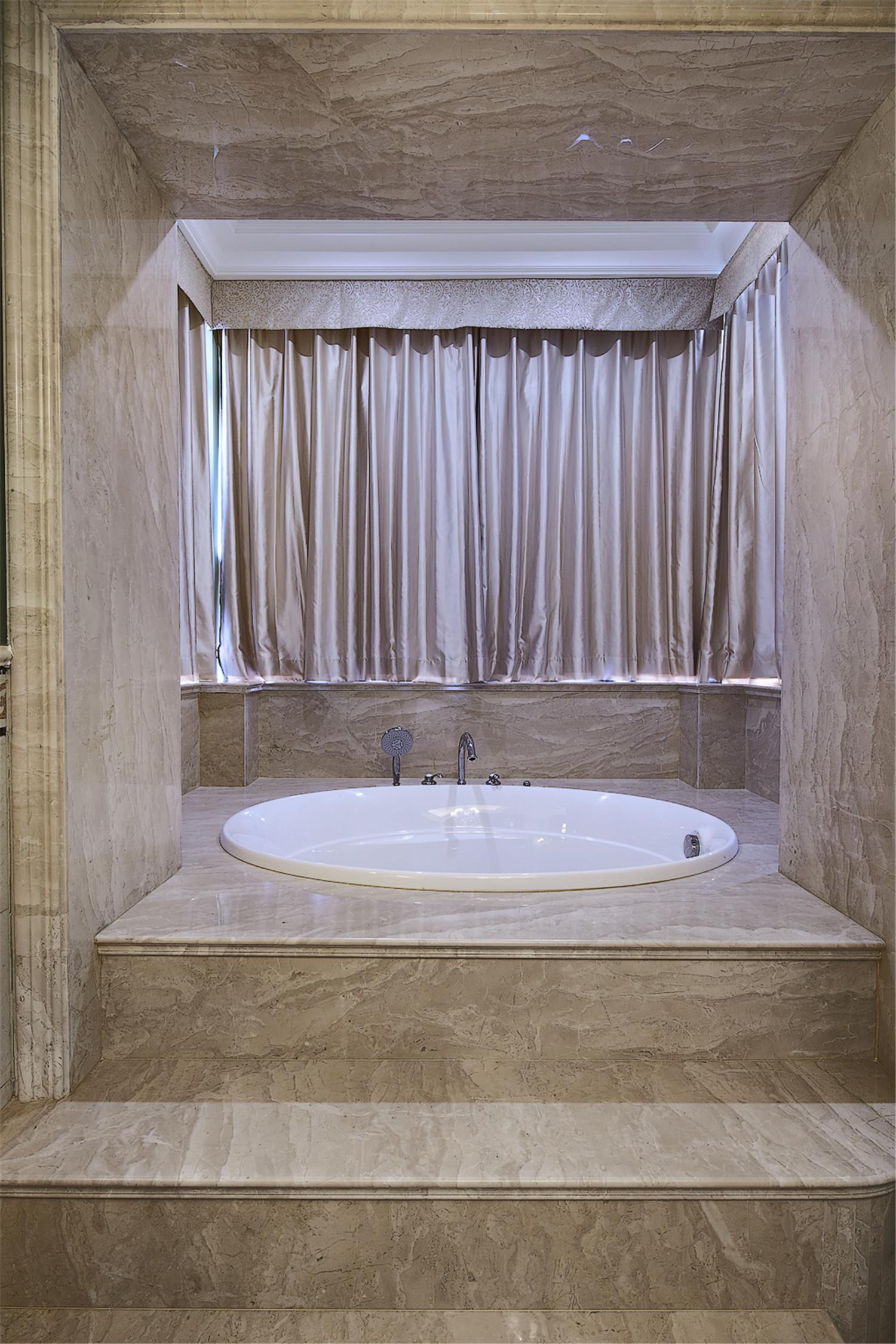 美式别墅装修浴缸设计
