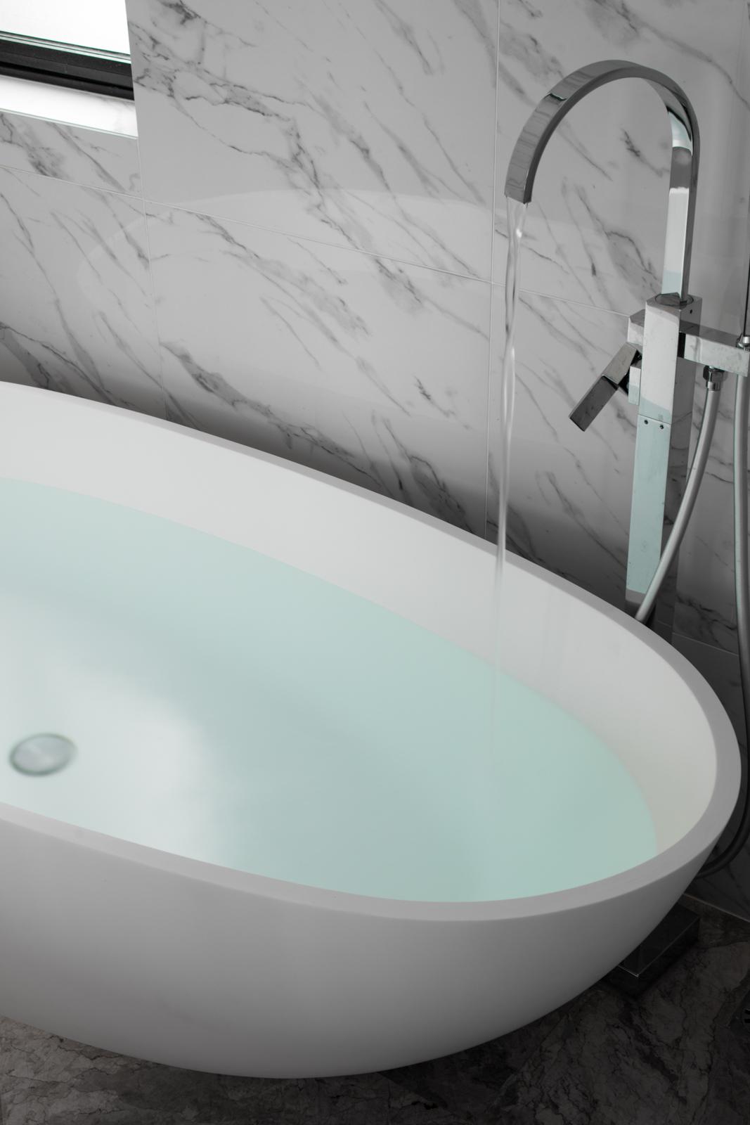 现代简约三居室装修浴缸设计