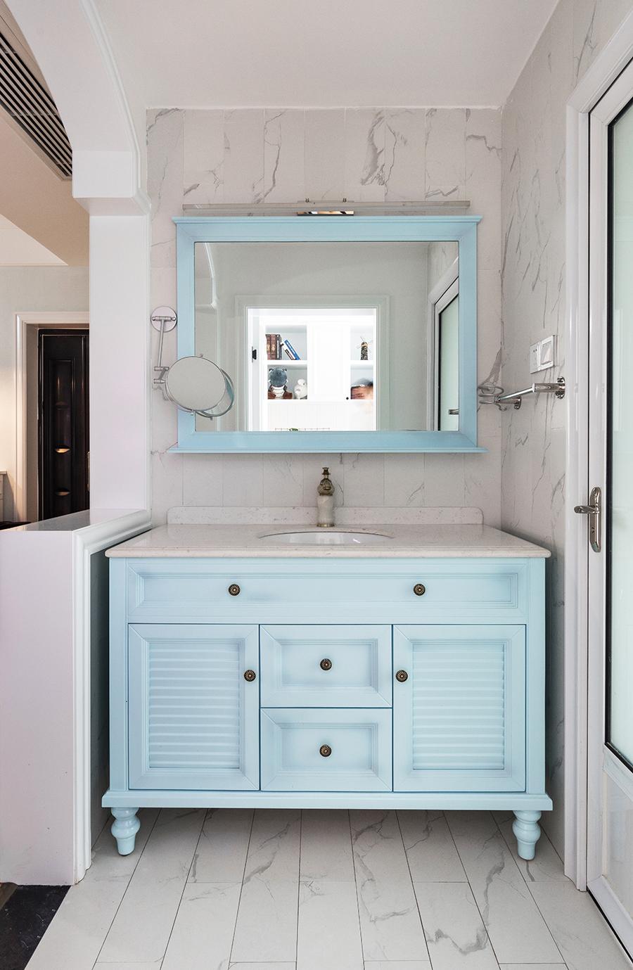 88平美式风格装修浴室柜设计
