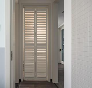 现代简约风格四居装修百叶柜设计