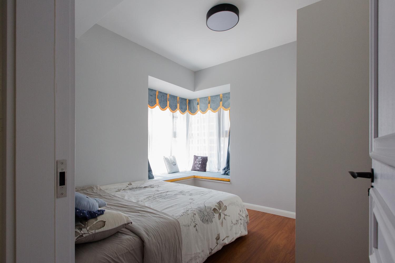 102㎡二居卧室装修效果图