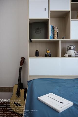 现代轻奢风三居装修床头收纳柜设计