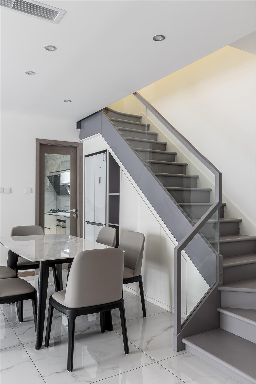 复式现代简约风楼梯装修效果图