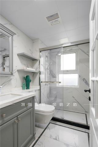 轻奢美式三居卫生间装修效果图