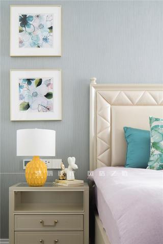 轻奢美式三居装修床头细节图