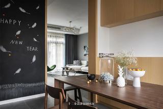 现代混搭风四居装修餐厅黑板墙设计