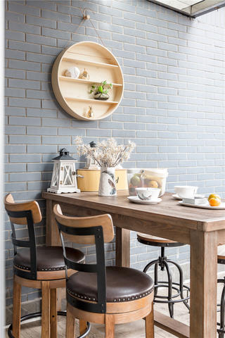 140平混搭三居装修阳台餐桌椅设计