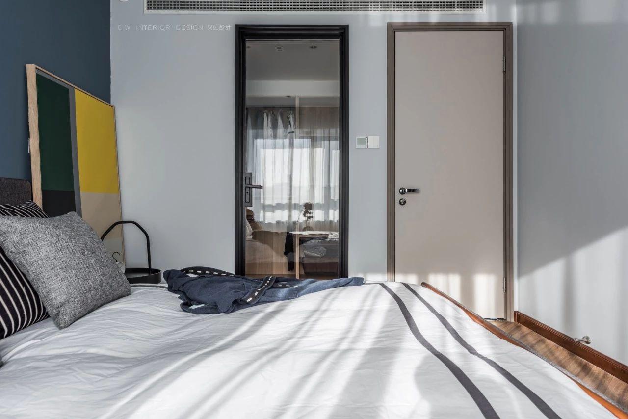 125平米三居卧室装修效果图
