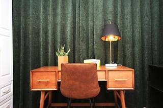 小户型一居室装修书桌设计