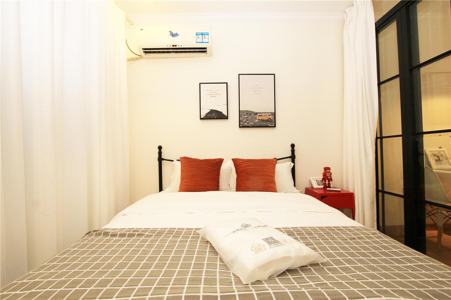 85㎡三居卧室装修效果图
