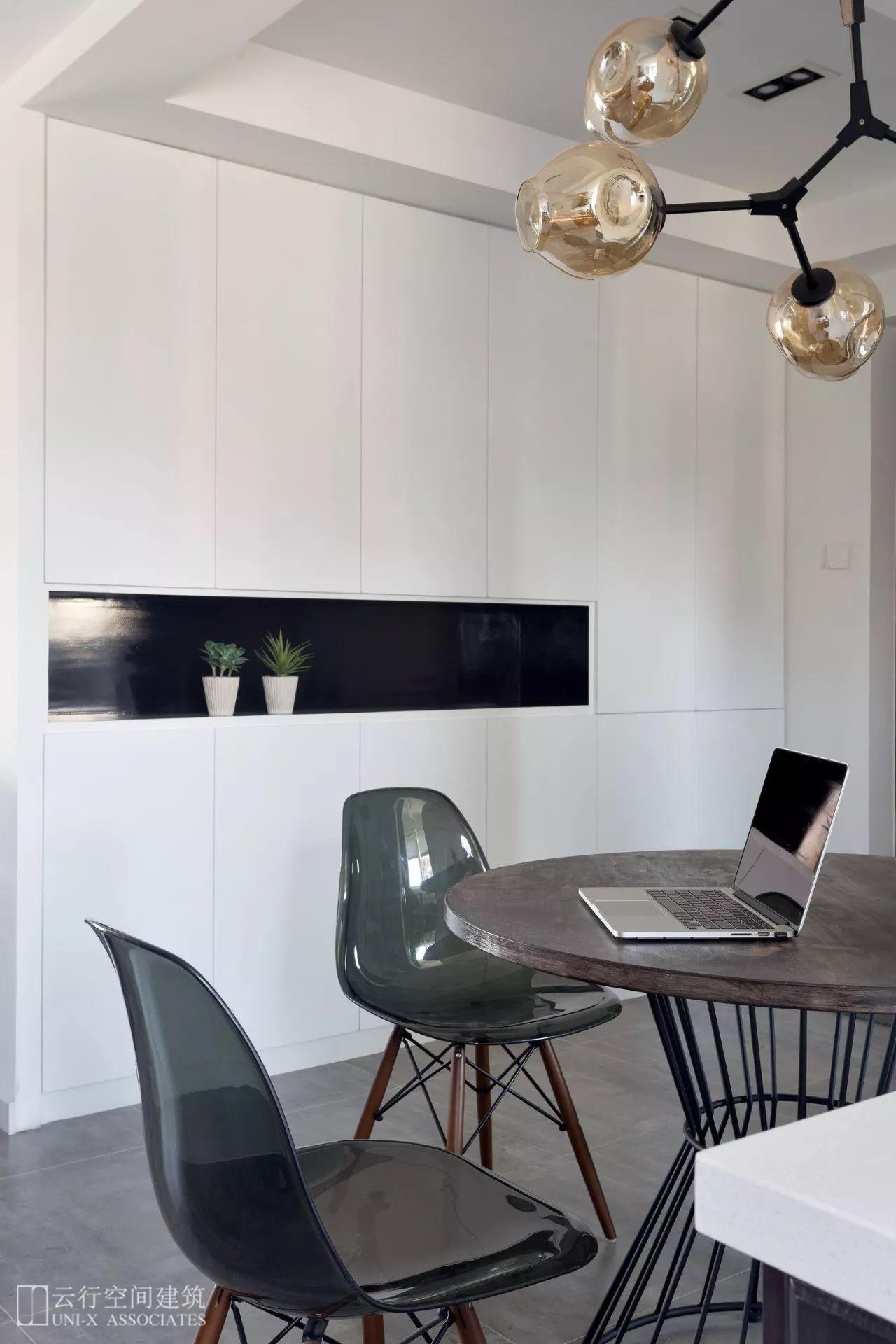 108平三居室装修餐边柜设计