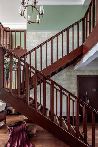 大户型美式风楼梯装修效果图